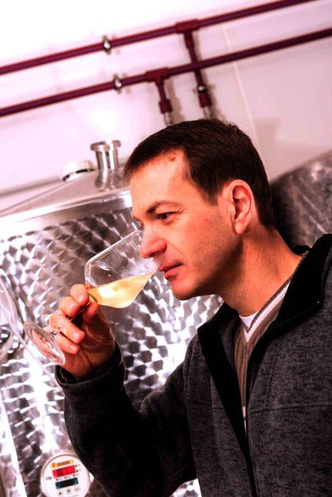 Christoph Bieglmayer mit Weinglas